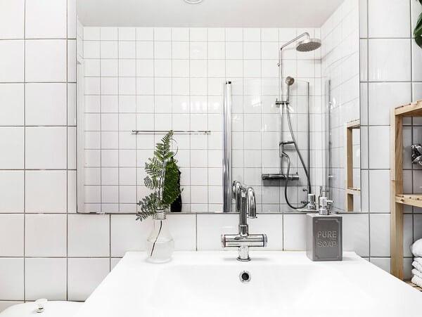 Thiết kế nội thất nhà chung cư, phòng tắm mang lại cảm giác sạch sẽ với việc ốp đá toàn bộ.