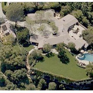 """Sửa nhà biệt thự triệu đô của """"Người chồng bị cả nước Mỹ ghét bỏ"""""""