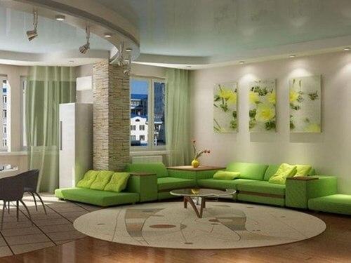 kết hợp với đồ nội thất màu xanh với tường trắng