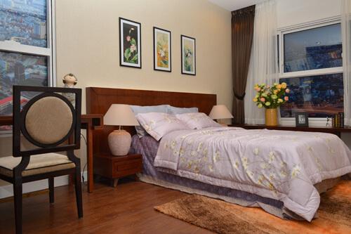 Anh Hai Lam Trường mới mua một bất động sản rộng 86,5m2. Căn hộ có hai phòng ngủ được bố trí khá nhẹ nhàng, tinh tế.