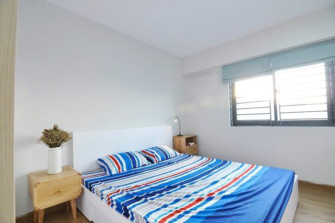 Cải tạo phòng ngủ rộng rãi thoáng đã với màu sơn đẹp và cửa sổ lấy sáng lớn